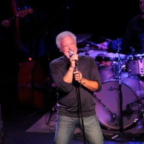 Tom Jones (A PopEntertainment.com Concert Review)