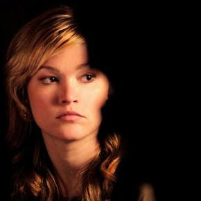 Julia Stiles – Just Between Friends