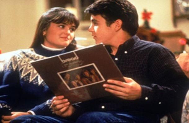 Danica McKellar and Fred Savage in the sixth season of