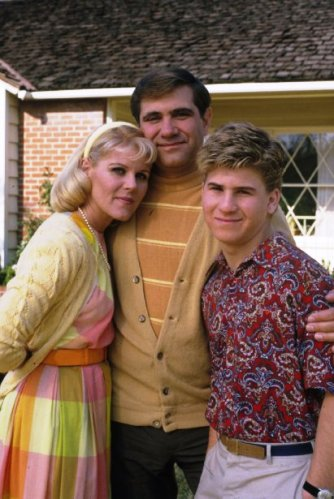 Alley Mills, Dan Lauria and Jason Hervey in