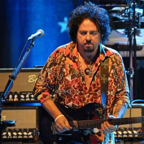 Steve Lukather of Toto – Still Holding the Line 35 Years In