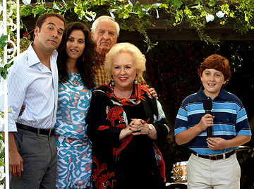 "Jeremy Piven, Jamie Gertz, Garry Marshall, Doris Roberts & Daryl Sabara in ""Keeping Up With the Steins."""