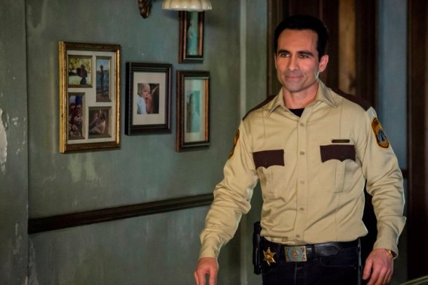 """BATES MOTEL -- """"The Vault"""" Episode 406 -- Pictured: Nestor Carbonell as Sheriff Alex Romero -- (Photo by: Cate Cameron/Universal Television)"""