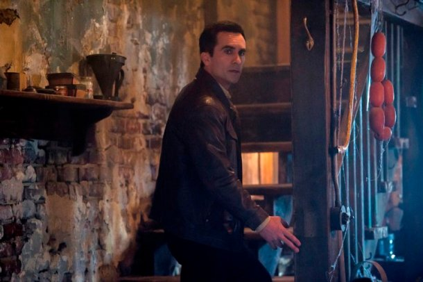 """BATES MOTEL -- """"There's No Place Like Home"""" Episode 407 -- Pictured: Nestor Carbonell as Sheriff Alex Romero -- (Photo by: Cate Cameron/Universal Television)"""