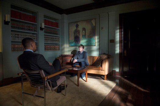 "BATES MOTEL -- ""Refraction"" Episode 405 -- Pictured: (l-r) Damon Gupton as Dr. Gregg Edwards, Freddie Highmore as Norman Bates -- (Photo by: Sergei Bachlakov/Universal Television)"