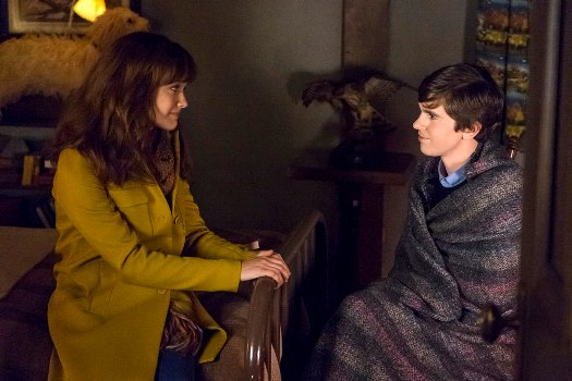 "BATES MOTEL -- ""Unfaithful"" Episode 408 -- Pictured: (l-r) Olivia Cooke as Emma Decody, Freddie Highmore as Norman Bates -- (Photo by: Cate Cameron/Universal Television)"