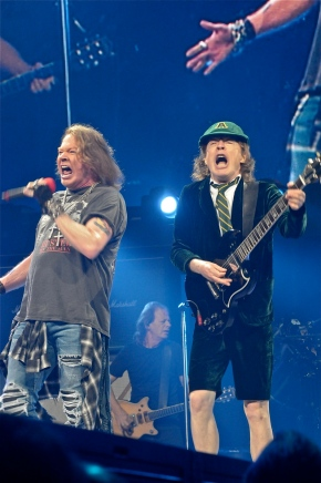 AC/DC featuring Axl Rose – Wells Fargo Center – Philadelphia, PA – September 20, 2016 (A PopEntertainment.com Concert Photo Album)