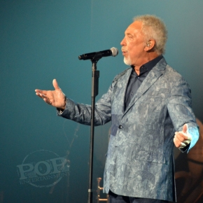 Tom Jones – Tower Theater – Upper Darby, PA – September 20, 2016 (A PopEntertainment.com Concert Photo Album)