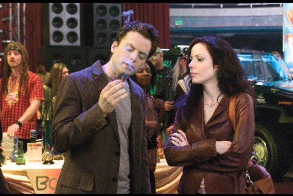 """Justin Kirk and Mary-Louise Parker in """"Weeds."""""""