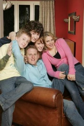 "Kyle Sullivan, Dean Collins. Kaylee DeFer. Anita DeFer and Michael Rapaport in ""The War at Home"""