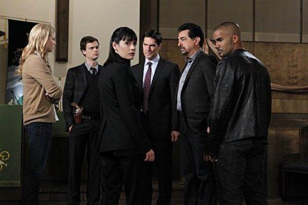 "Rachel Nichols, Michael Gray Gubler, Paget Brewster, Thomas Gibson, Joe Mantegna and Shemar Moore in ""Criminal Minds."""