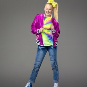 JoJo Siwa, Tisha Campbell Martin and Laura Soltis – Taking One for The JTeam